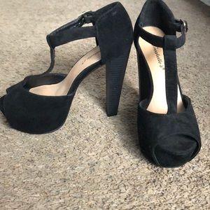 Breckelle's Heels - black size 6.5